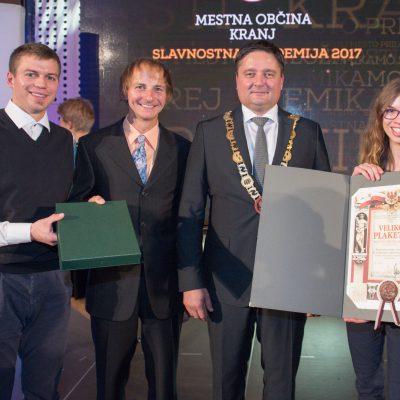 Klemen Jelić, podnačelnik; Miha Zupin, načelnik; Boštjan Trilar, župan MOK; Katarina Fon, predstavnica športnih plezalcev. Foto: Gregor Eržen