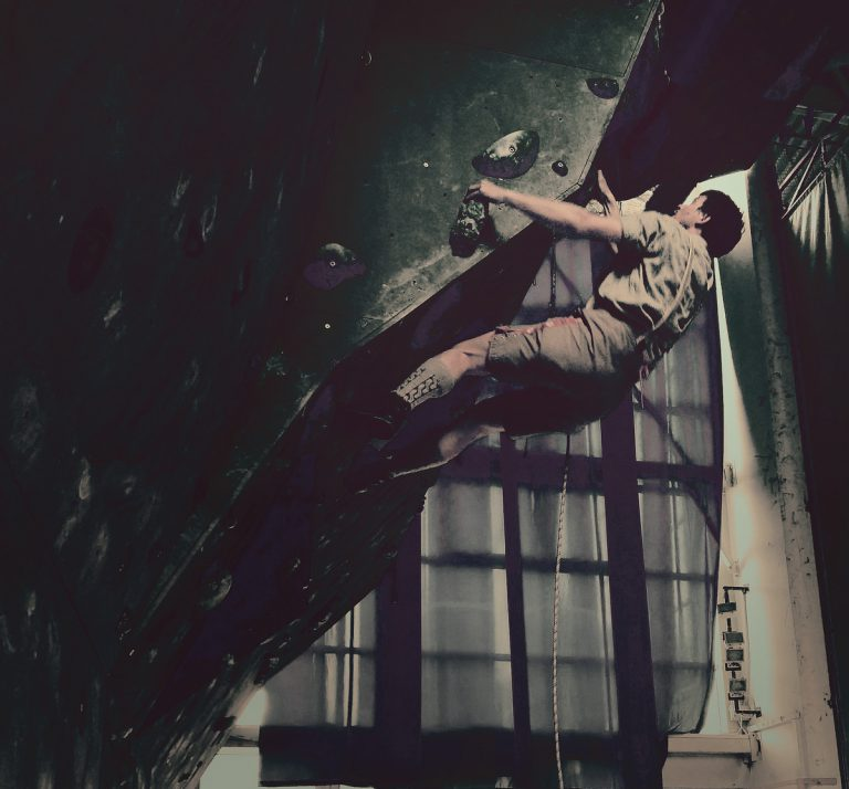 Joža Čop rešuje v steni