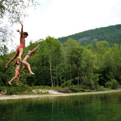Skok deklet v mrrrzlo vodo