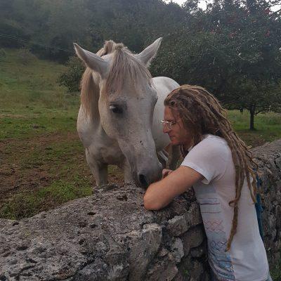 šepetati konjem