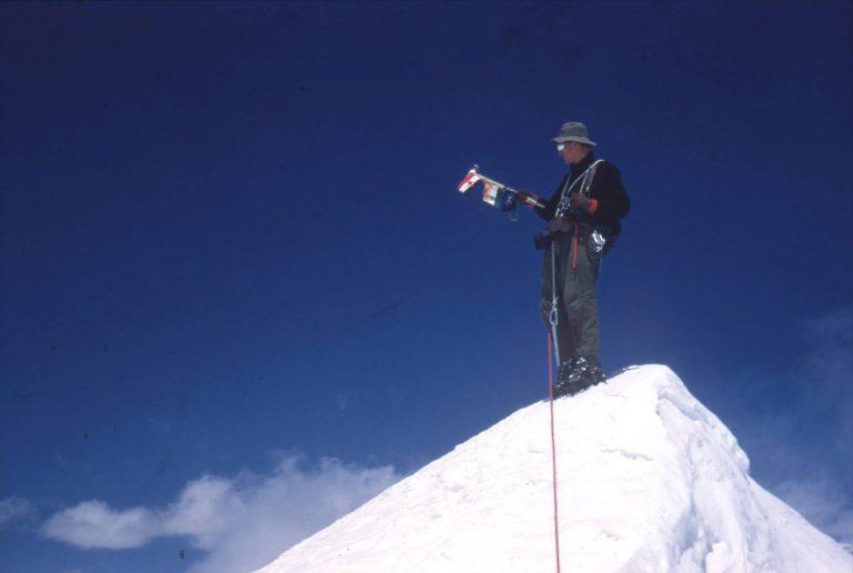Leta 1960 so se slovenski alpinisti v Himalaji povzpeli na šesttisočaka Trisul II in Trisul III (foto Aleš Kunaver)