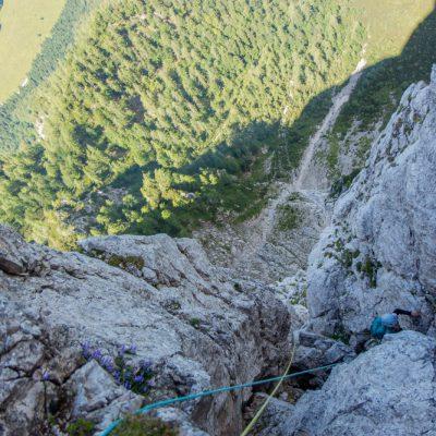 Kamin v zgornjih delih smeri