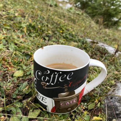 Tihožitje - topla kava v mrzlem dnevu